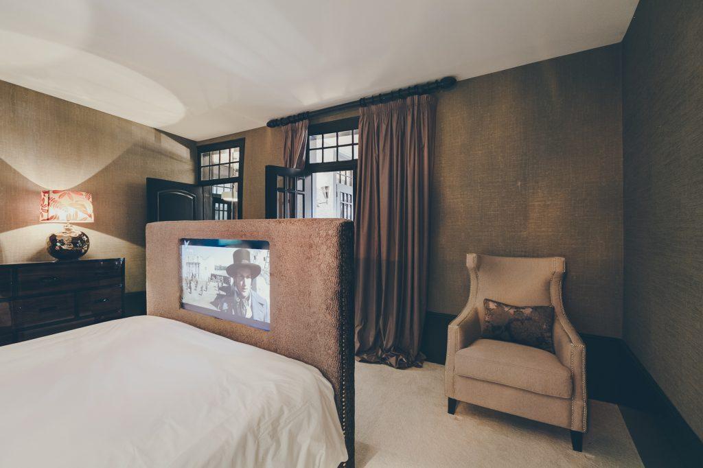 Gem Lisbon Rental Apartment, Master Deco Gem Luxury in Bica, luxury bedroom