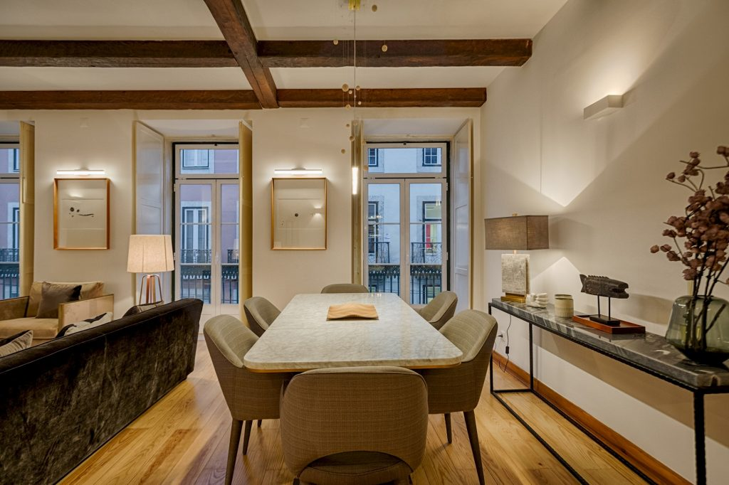 Gem Lisbon Rental Apartment, Master Historical Gem in Chiado, dining room