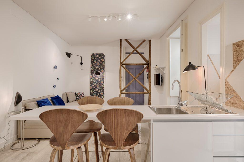 Gem Lisbon Rental Apartment, Romantic Gem in Alfama, dining room