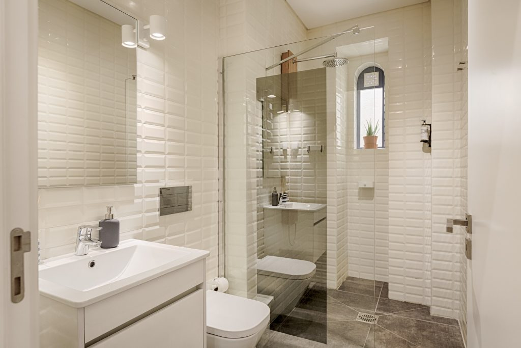 Gem Lisbon Rental Apartment, Romantic Gem in Alfama, bathroom