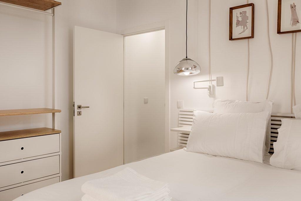 Gem Lisbon Rental Apartment, Romantic Gem in Alfama, bedroom