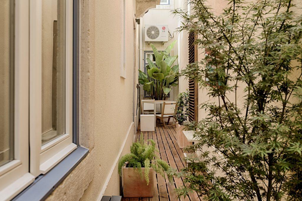 Gem Lisbon Rental Apartment, Romantic Gem in Alfama, patio
