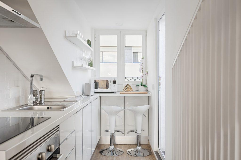 Gem Lisbon Rental Apartment, Romantic Gem in Alcântara, kitchen