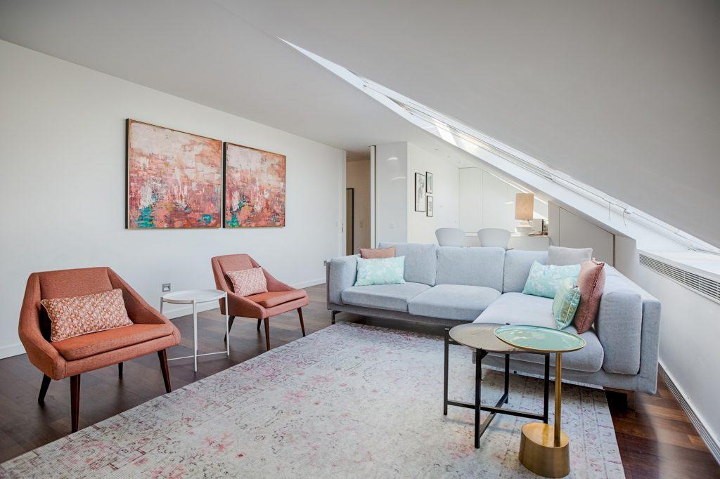 Gem Lisbon Rental Apartment, Deco Gem in City Center, beautiful living room
