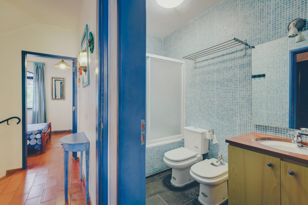 Gem Lisbon Rental Apartment, Vila Mourisca, bathroom