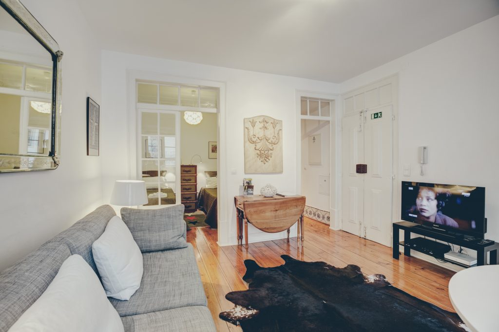 Gem Lisbon Rental Apartment, Historical Gem in Noble Estrela, living room