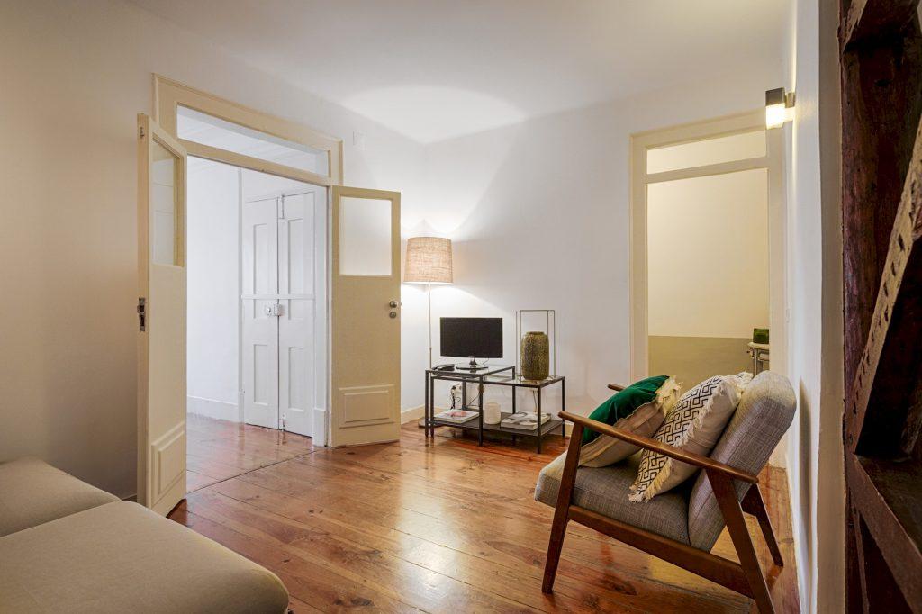 Gem Lisbon Rental Apartment, Romantic Gem in Santos, living room