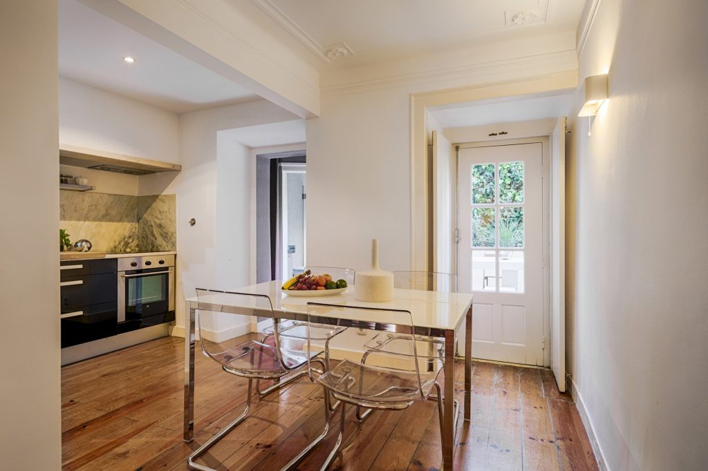 Gem Lisbon Rental Apartment, Romantic Gem in Santos, dining room