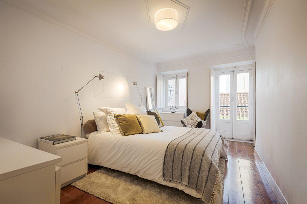 Gem Lisbon Rental Apartment, Romantic Gem in Santos, bedroom