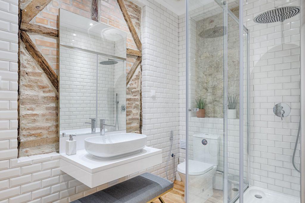 Gem Lisbon Rental Apartment, Architectural Gem in Bica, bathroom