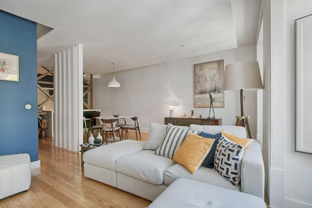 Gem Lisbon Rental Apartment, Deco Gem in Santa Catarina, beautiful living room