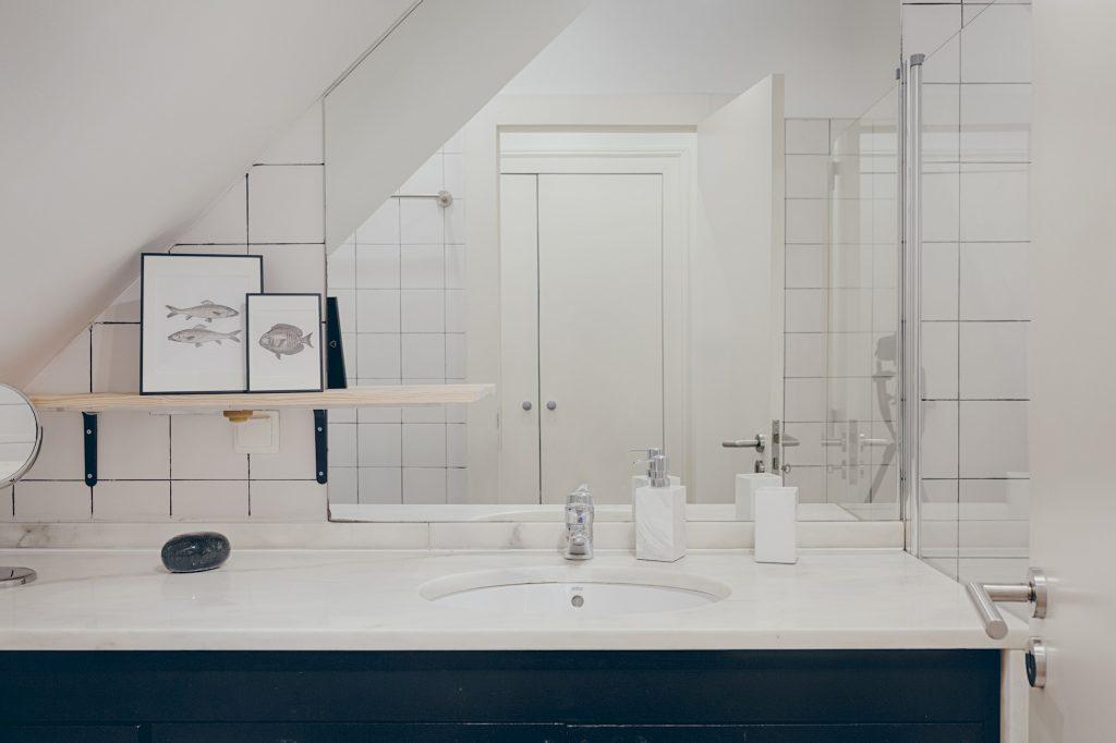 Gem Lisbon Rental Apartment, Historical Gem in Santa Catarina, bathroom