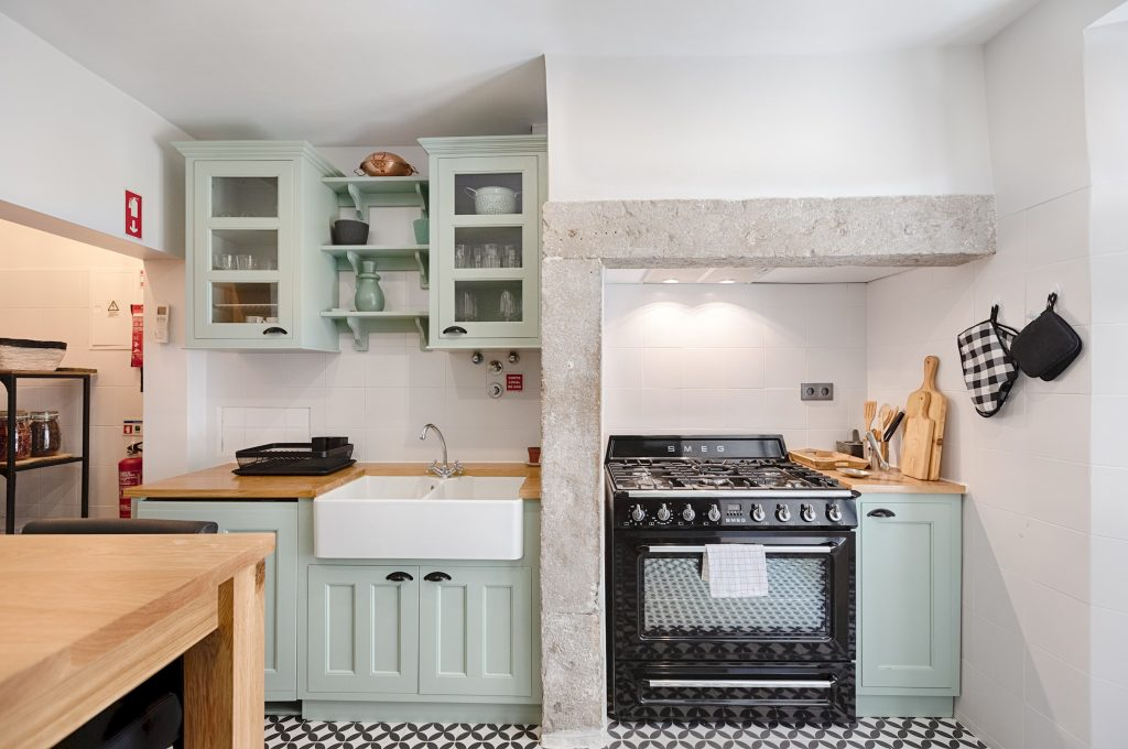 Gem Lisbon Rental Apartment, Master Deco Gem in Baixa, beautiful kitchen