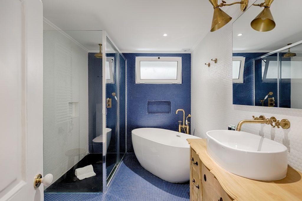 Gem Lisbon Rental Apartment, Master Deco Gem in Baixa, beautiful bathroom