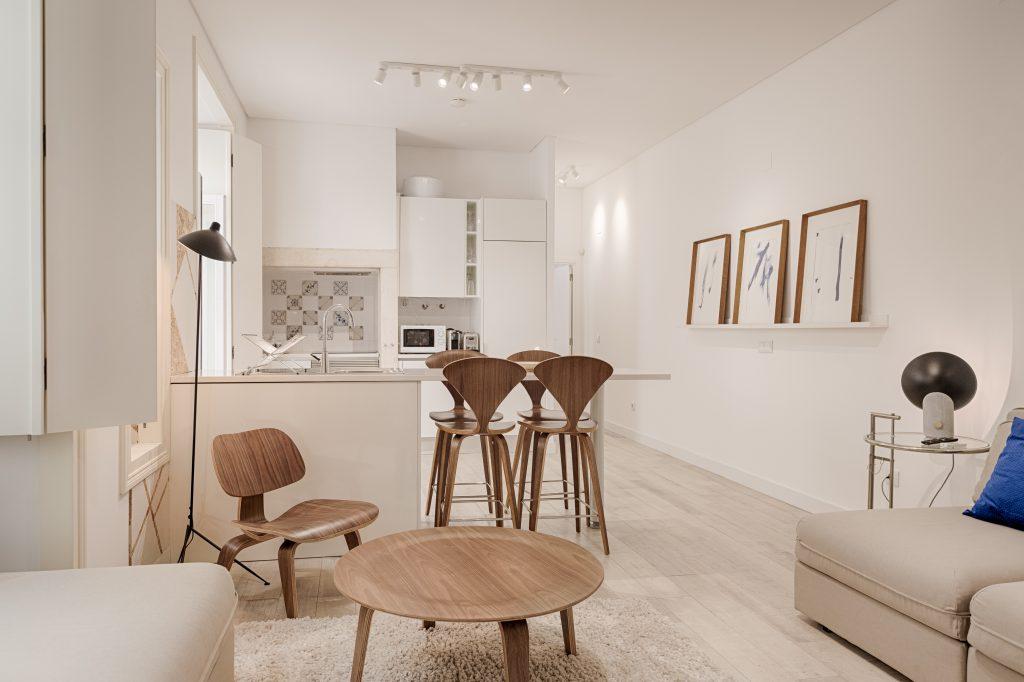 Gem Lisbon Rental Apartment, Romantic Gem in Alfama, living room